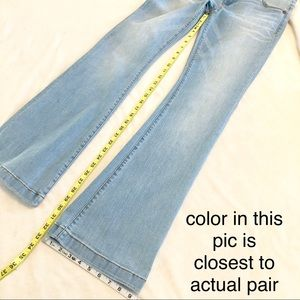 KUT sz 4 Chrissy Flare very pale wash jeans